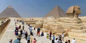 Turisty v Egipte